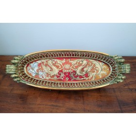 Oval centerpiece with gold and ruby